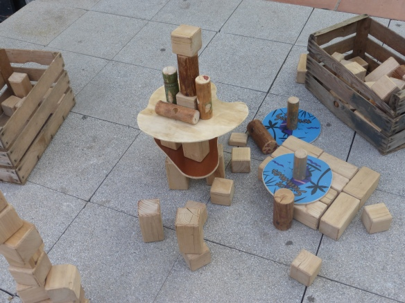 Joc de construccions fet de fusta